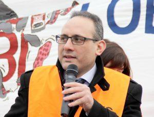 Der Europaabgeordnete Ismail Ertug bei der Demonstration gegen das 4. Eisenbahnpaket 2014 in Straßburg.